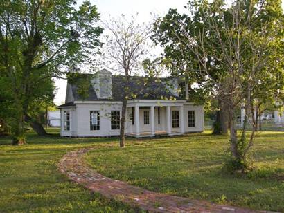 DeMorse Home in Clarksville, Texas