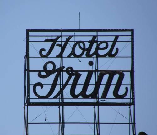 Texarkana Tx Hotel Grim Sign