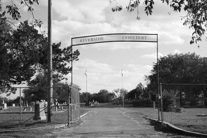Seguine, Texas - Riverside Cemetery entrance