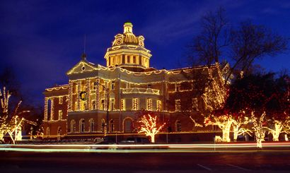 Texas Marshall Courthouse in Christmas lights
