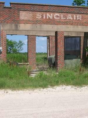 Sinclair ghost sign in Talpa Texas