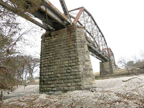 TX Kendall County Closed Railroad Through Truss Bridge